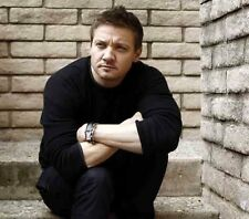 Jeremy Renner UNSIGNED photo - G1129 - SEXY!!!!