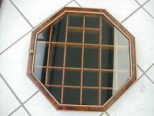 * VITRINE MURALE IMITATION LOUPE FEUTRINE NOIRE AU FOND 37 cm X 37 cm X 5.7 cm