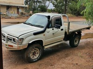 Toyota Hilux LN 167 - 5L  TURBO Diesel - Manual with Free Wheeling hubs - A/cond