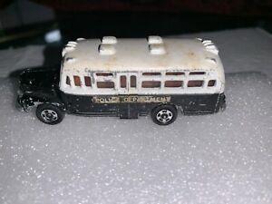TOMICA EVENT MODEL 1 ISUZU BONNET BUS 1//110 POLICE CAR TOMY NEW