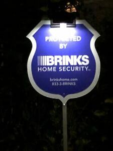 Solar Light to illuminate Security Yard Signs      *** BRAND NEW IN BOX ***