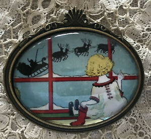 SANTA SLEIGH Glass Dome BROOCH Pin Vintage Christmas Eve Card Girl Reindeer