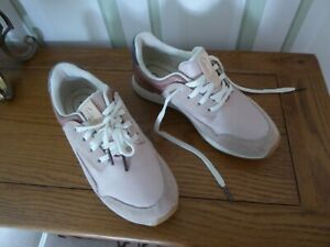 CLARKS LADIES TRAINER SIZE 4.5 COLOUR DUSTY PINK GOOD COND