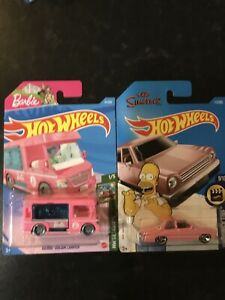 Hot Wheels - Simpsons Car & Barbie Dream Camper