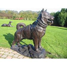 Bronzeskulptur, stehender Hund auf Platte, Dekration für Haus und Garten