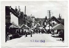 photo ancienne . Studio Bernard . Pont-de-Beauvoisin . marché. foire . 1948