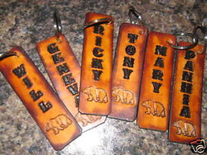 LEATHER KEYCHAIN WITH NAME AND BEAR