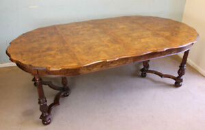 ANTIQUE BURR WALNUT EXTENDIND DINING TABLE EIGHT SEATER WINDOUT