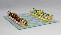9941462 Schachspiel grüne gegen braune Frösche Ens Porzellan Figur H4-6,5cm