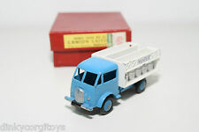 DINKY TOYS 25O 25 O CAMION LAITIER FORD NESTLE TRUCK NEAR MINT BOXED