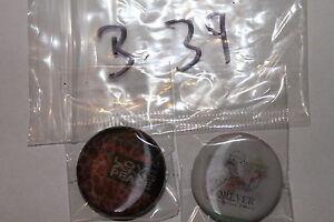 2 Buttons,Anstecker,Pins,3D,mit Nadel,#B39