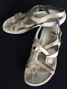 MERRELL Agave 2 Lavish Leather Sandals Womens Size US8 UK6 EUR39 Aluminum