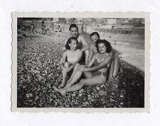 PHOTO ANCIENNE Snapshot Groupe Plage Mer Maillot de bain Nice 1949 Couple