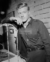 """ROBERT REDFORD IN THE TV SHOW """"THE TWILIGHT ZONE - 8X10 PUBLICITY PHOTO (ZY-863)"""