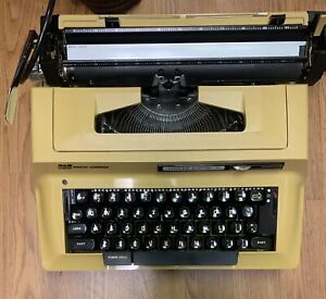 Smith-Corona Sterling Electric Portable Typewriter w/ Leather Case