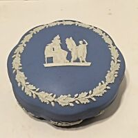 VINTAGE WEDGEWOOD JASPERWARE BLUE COVERED TRINKET BOX SCALLOPED SIDES