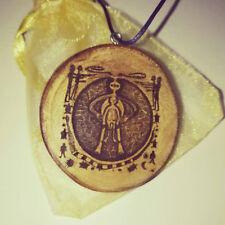 Collar de arte antiguo Alien Cueva encanto Eco De Madera Hecho A Mano Personalizado Grabado