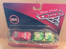 Disney CARS DIECAST-Cars 3 Natalie ciertos & Chick Hicks con Auriculares-Nuevo