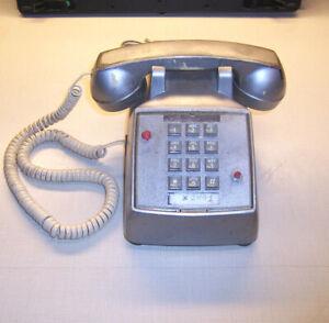 ATT model R-2500DMGC Pushbutton Office Desk Telephone W/Mechanical Bell