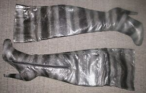 Victoria Secret Over the knee high boots snake prints Gray color Size 7.5 Used