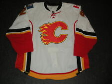2010-11 David Moss Calgary Flames Game Used Worn White Reebok Jersey MeiGray