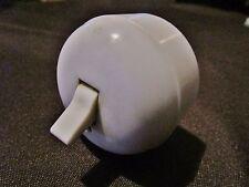 Ancien interrupteur/commutateur électrique en plastique blanc bombé