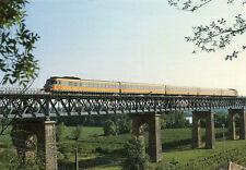 Train Bordeaux Saintes sur rampe d'accés au viaduc de SAINT ANDRE DE CUBZAC