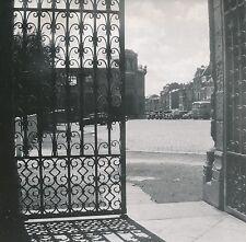 SAINT-QUENTIN c. 1950 - Voitures  Grilles de la Cathédrale   Aisne - DIV8898