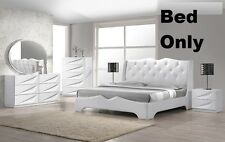 White Modern 1 Pc Bedroom Cal. King Size Bed In Leather Exterior Headboard