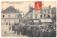 CPA 89 SENS CONCOURS DE MUSIQUE 1913 LE DEFILE RUE DE LA REPUBLIQUE (cliché rare