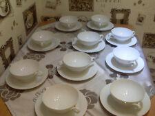 10 Suppentassen mit Untere Hutschenreuther Fleuron Cloe Blance Top