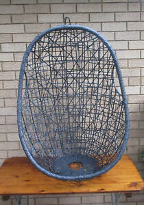 LARGE CLASSIC GARDEN HANGING EGG CHAIR, METAL FRAME. TOP CONDITION