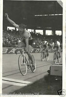 photo de PRESSE  cyclisme GEORGES  SENFFTLEBEN PARC DES PRINCES 30 08 1952