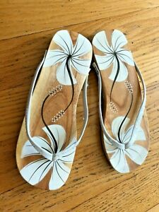 Painted Polished Wooden Sandals ~Size 8 White Flowers Flip Flops Wedge Thongs