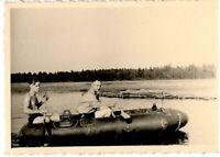 """2 WW auf der Beresina bei Borisow unterwegs mit einem russischen """"Schlauchboot """""""