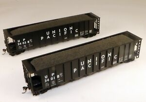 (2) Roundhouse 5 Bay Ortner Hoppers Union Pacific #34038/34018 1/87 HO Scale
