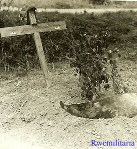 **SOMBER! KIA Luftwaffe Pilots Grave w/ Flying Cap, ID Discs & Propeller!!!**