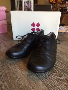 Women's Naturalizer Carly oxford in black