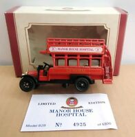 OXFORD DIECAST LIMITED EDITION AEC BUS - MANOR HOUSE HOSPITAL - NO.4925 OF 5300