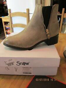 Ladies Snow Paw Zip Ankle Boot - Beige Size UK 8 EU 41  RRP £39.99