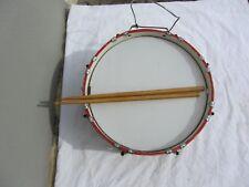 Alte Trommel mit Stöcken