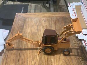 Vintage Ertl Case 580E Backhoe Excavator Loader 1/16 Diecast Construction King