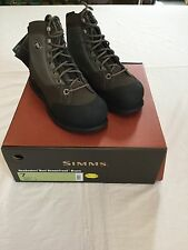SIMMS HEADWATERS WADING BOOTS - VIBRAM SOLE- SIZE 7 - RETAIL $149.95