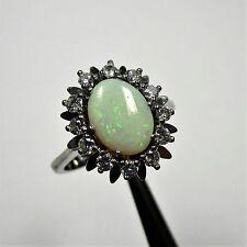 1643 - Klassischer Ring aus Weißgold 585 mit Opal und Brillanten - 2300