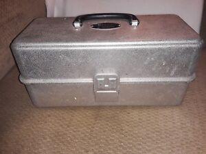 Vintage UMCO Corporation Aluminum Tackle Box