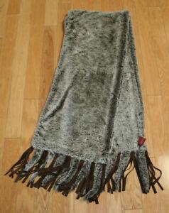 """V by Eva faux fur scarf wrap throw w/ fringe Missy RN# 77025 Beige/Brown 68""""x13"""""""