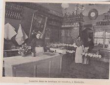 1899  --  LAZARINE DE MANOSQUE DANS SA BOUTIQUE DE VOLAILLES A MARSEILLE   3K006