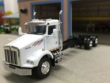 1/64 DCP WHITE KENWORTH T800 DAY CAB & CHASSIS