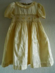 🎠Laura Ashley Silk /Polyester Yellow Smocked Dress Adorable! 18 Months🎠