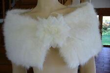 Neuf ! Etole cape châle avec fleur mariage soirée fourrure doublée satin réf E10